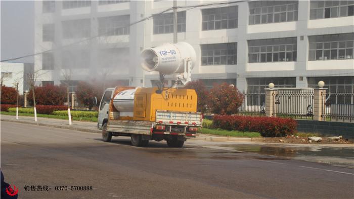 产品特点: 1. 风力强劲、射程远、覆盖范围广、工作效率高、可移动,操作简单方便。 2. 上下左右采用遥控操作(可在驾驶室内操作)安全方便。 3. 可实现常量、低容量和超低容量等多种形式喷雾。 4. 可采用三相380V市电,固定安装在升降或混凝土浇筑的平台上使用,也可配套柴油发电机组供电安装在运输车辆上使用。 适用范围: 1.