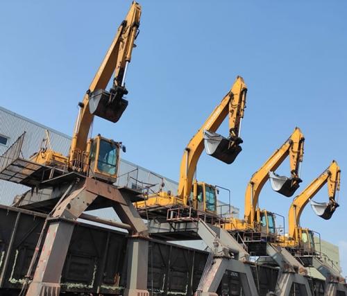 南京履带门座式铁路卸料机